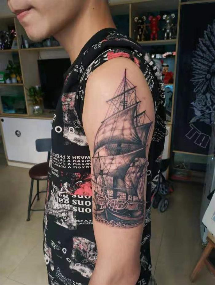 手臂帆船纹身