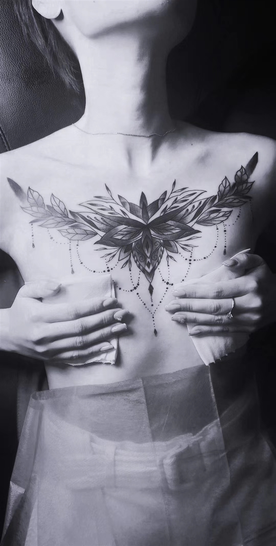 花胸繁花纹身