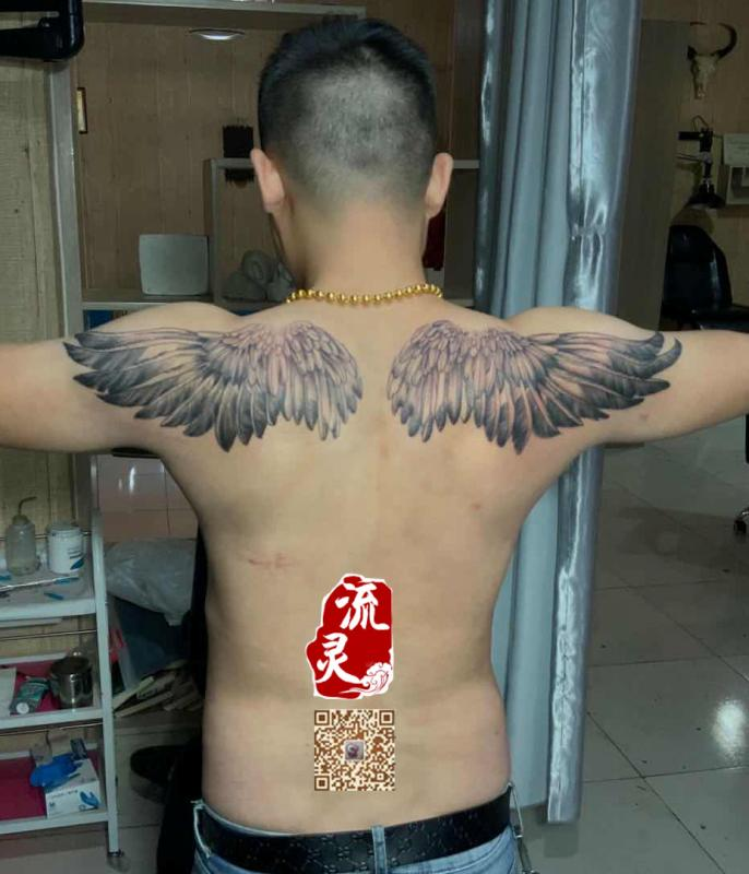 肩部翅膀纹身